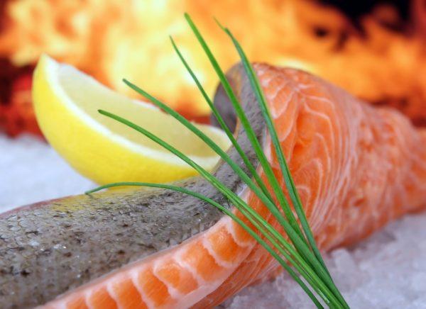 Cinq bonnes raisons de manger du saumon